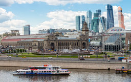 Nave turística en el río de Moscú Foto de archivo