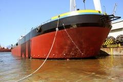 Nave in un bacino del cantiere navale Fotografia Stock Libera da Diritti