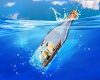 Nave in una bottiglia Immagini Stock
