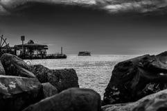 Nave a vapore che lascia il porto marittimo Fotografia Stock