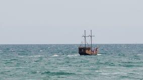 Nave vieja en el mar metrajes