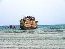 Nave vieja en el Océano Índico Mombasa Imagenes de archivo