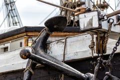Nave y ancla de madera viejas fotografía de archivo libre de regalías