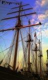 Nave y marinos grandes en el top del palo durante el festival 2015 de Amsterdam de la vela Foto de archivo libre de regalías