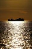 Nave y puesta del sol Foto de archivo
