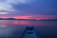 Nave y río Fotos de archivo libres de regalías