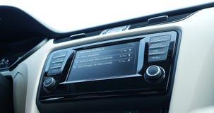 Navegação de GPS para o carro da estação do combustível video estoque