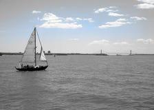 Navegación alrededor de la isla de Manhattan foto de archivo libre de regalías
