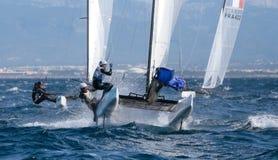 Navegación de la clase de Nacra durante regata en el detalle de Mallorca Imagen de archivo