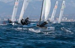 Navegación de la clase de Nacra durante regata en el detalle de Mallorca Foto de archivo libre de regalías