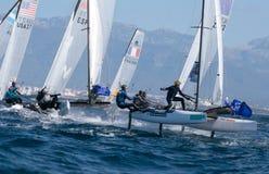 Navegación de la clase de Nacra durante regata en Mallorca Foto de archivo