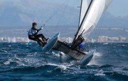 Navegación de la clase de Nacra durante regata en Mallorca Imagen de archivo