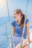 Navegación de la muchacha en el yate en Grecia Fotografía de archivo libre de regalías