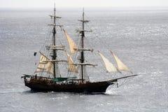 Navegación de la nave de pirata Imagen de archivo libre de regalías