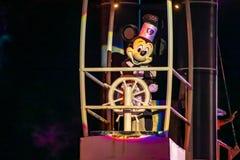 Navegación de Mickey Mouse en la demostración de Fantasmic en los estudios de Hollywood en Walt Disney World 4 imágenes de archivo libres de regalías