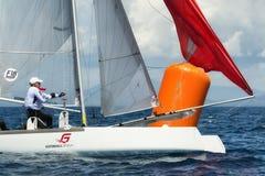 navegación del atleta en regata del catamarán del nacional de la fórmula 18 Imágenes de archivo libres de regalías