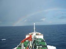 Navegación del buque de petróleo Imagenes de archivo