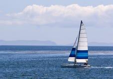 Navegación del catamarán foto de archivo libre de regalías