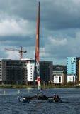 Navegación del catamarán en la bahía de Cardiff Fotografía de archivo libre de regalías