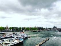 Navegación del embarcadero de los barcos de Amsterdam Fotografía de archivo