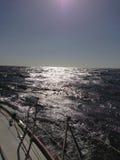 Navegación del océano de la luz Foto de archivo libre de regalías