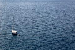 Navegación en el mar tranquilo y hermoso de Tyrrenian Fotografía de archivo