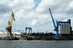 Navegación en el puerto de Rotterdam Imágenes de archivo libres de regalías