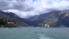 Navegación en la bahía de Kotor almacen de video