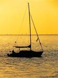 Navegación en la puesta del sol 2 Foto de archivo libre de regalías