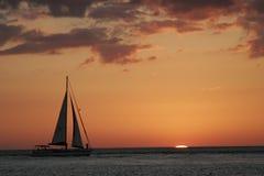 Navegación en la puesta del sol Fotografía de archivo libre de regalías