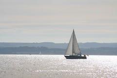Navegación en las aguas tranquilas fotografía de archivo libre de regalías