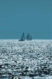 Navegación en los mares chispeantes Foto de archivo libre de regalías