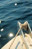 Navegación en un mar azul Fotos de archivo