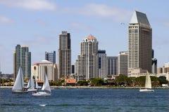 Navegación a lo largo de la línea de costa de la bahía en San Diego foto de archivo libre de regalías