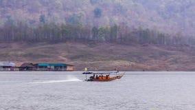 Navegación de Pan Camera Ship en la presa de Mae Ngad en Maetaeng Chiangmai Tailandia Fotos de archivo libres de regalías