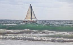 Navegando Aqua Waves Fotografia de Stock
