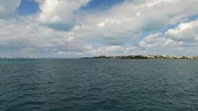 Navegando cerca de las islas de Bermudas, horizonte asombroso, islas de Bermudas, Océano Atlántico del norte metrajes