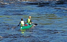 Navegantes en el río Imágenes de archivo libres de regalías