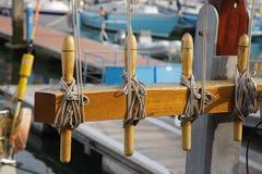 Navegue el cordaje del norte del cordón de la cuerda del nudo del sitio del velero de Holanda del puerto de la puesta del sol del imagen de archivo libre de regalías
