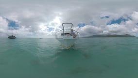 Navegue el viaje del agua en el océano cerca de Mauritius Island almacen de video