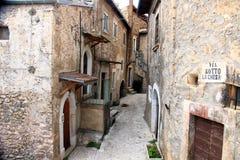 Navelli en medeltida stad i Abruzzo, Italien Royaltyfria Bilder