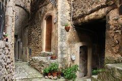 Navelli en medeltida stad i Abruzzo, Italien Arkivfoton