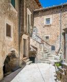 Navelli by i landskapet av L ` Aquila, i den Abruzzo regionen av centrala Italien Royaltyfri Foto