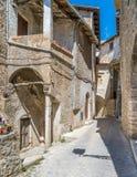 Navelli by i landskapet av L ` Aquila, i den Abruzzo regionen av centrala Italien Royaltyfri Bild