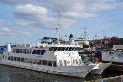 Naves atracadas en Estocolmo, Suecia Imágenes de archivo libres de regalías