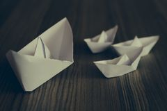 Naves blancas de la papiroflexia Fotos de archivo