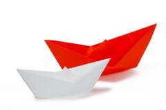 Naves de papel blancas y rojas Fotografía de archivo