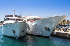 Naves en acceso Fractura - Croatia Imagenes de archivo