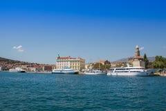 Naves en acceso Fractura - Croatia Fotos de archivo