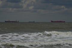 Naves en el horizonte fotografía de archivo